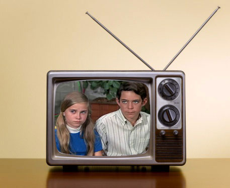 vintage-tv-with-antenna2